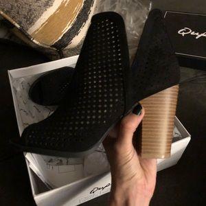 Black Peep Toe Bootie/ size 6. Never worn!